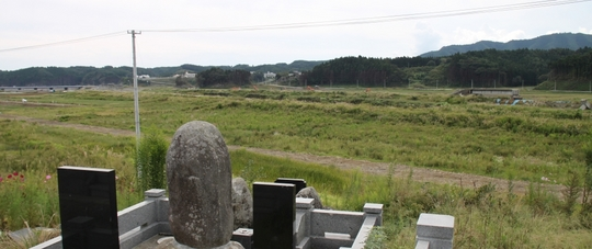 20120922102130 小泉墓3 w1024 IMG_7131.jpg