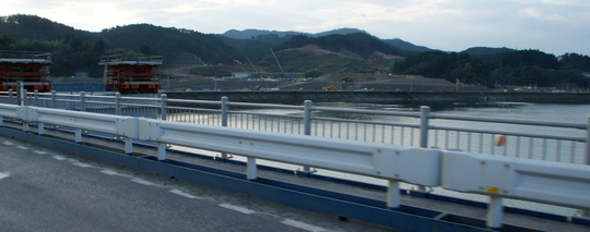 201610141542 橋の西岸北 w1024 DSC01591.jpg