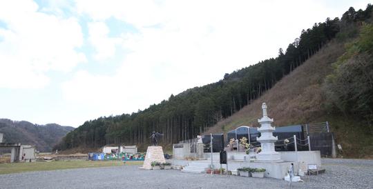 201612021200 立派な慰霊碑 w800 IMG_6060.jpg