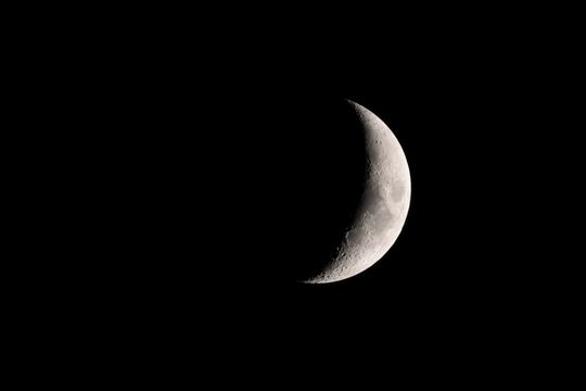 20170303184628 上弦前の月 W1024 DSC_7882.jpg