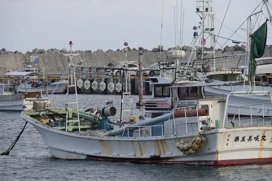 201901131442 イカ釣り船 w1024 P1380116.jpg
