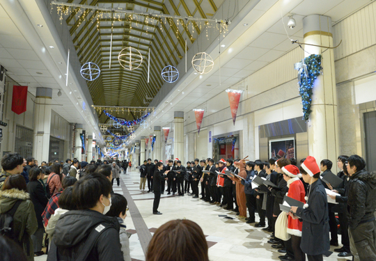 23 dec 2016 21h52m In front of a department store w800 DSC_3455.jpg